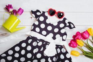 Roztomilá i stylová – dívčí móda plná puntíků