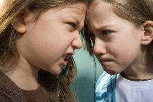 Moje ségra je cvok… proč jsou vztahy mezi sestrami jako na houpačce?